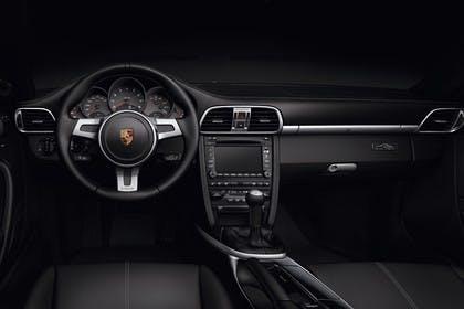 Porsche 911 Carrera 997.2 Innenansicht statisch Studio Vordersitze und Armaturenbrett fahrerseitig