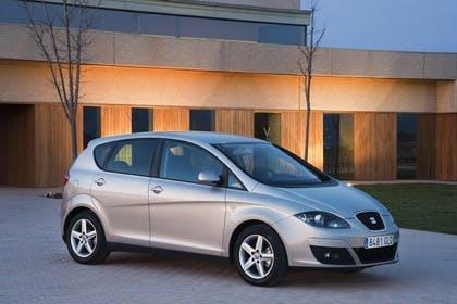 SEAT Altea 5P Facelift Aussenansicht Seite schräg statisch silber