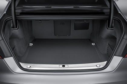 Audi A8 D4 Innenansicht Kofferraum statisch schwarz