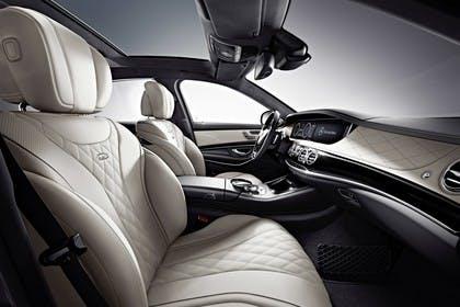 Mercedes-Benz S-Klasse W222 Innenansicht statisch Vordersitze und Armaturenbrett beifahrerseitig