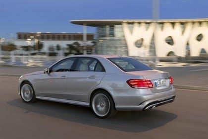 Mercedes E-Klasse W212 Aussenansicht Seite schräg dynamisch silber