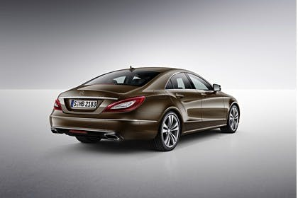 Mercedes-Benz CLS C218 Aussenansicht Heck schräg Studio statisch braun