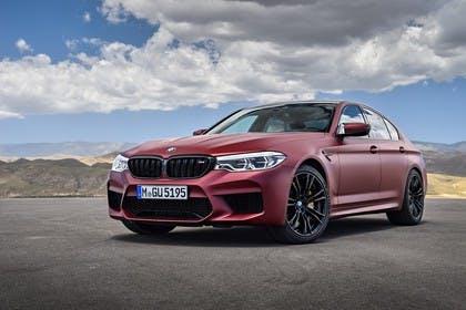 BMW M5 F90 Aussenansícht Front schräg statisch rot