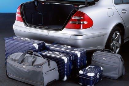 E-Klasse Limousine W211 Innenansicht Studio Detail Kofferraum statisch silber