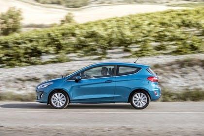 Ford Fiesta JHH Dreitürer Aussenansicht Seite dynamisch blau