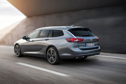 Opel Insignia B Sports Tourer Aussenansicht Heck schräg dynamisch silber