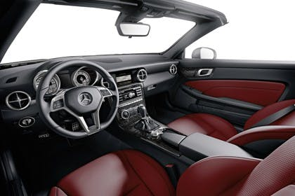 Mercedes-Benz SLK R172 Innenansicht statisch Studio vordersitze und Armaturenbrett fahrerseitig
