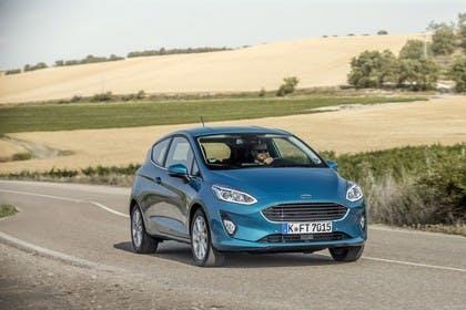 Ford Fiesta JHH Dreitürer Aussenansicht Front schräg dynamisch blau