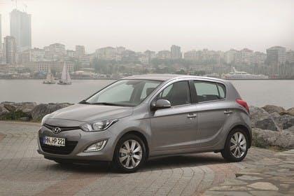 Hyundai i20 Aussenansicht Front schräg statisch grau