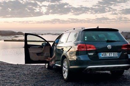 VW Passat Variant Alltrack B7 Aussenansicht Heck schräg statisch schwarz