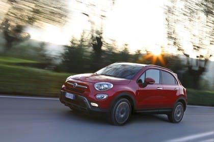 Fiat 500X Aussenansicht Seite schräg dynamisch rot