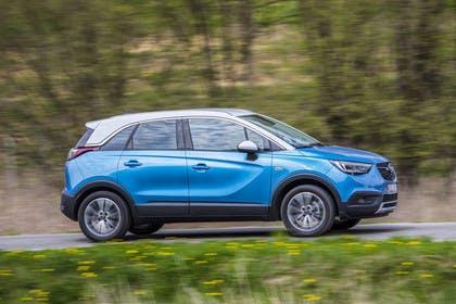 Opel Crossland X C Aussenansicht Seite schräg dynamisch blau