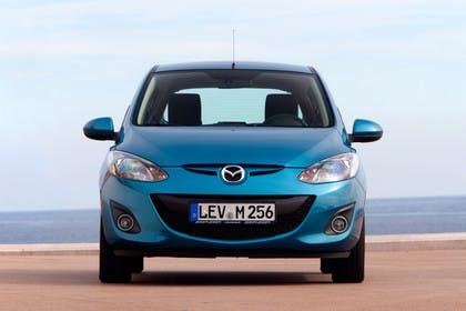 Mazda 2 DE Aussenansicht Front statisch blau