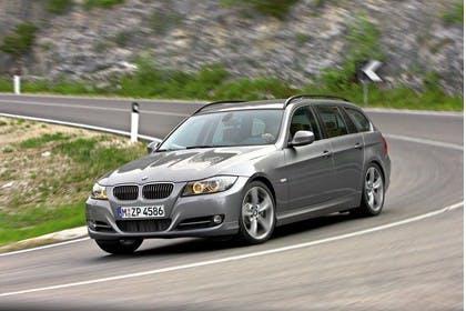 BMW 3er Touring E91 LCI Aussenansicht Front schräg dynamisch grau