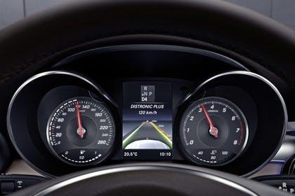 Mercedes GLC Coupe C253 Innenansicht Detail Kombiinstrument statisch schwarz