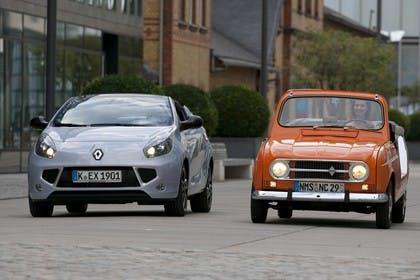 Renault Wind N Renault 4 Aussenansicht Front schräg dynamisch blau orange