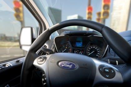 Ford Tourneo Custom 310 Innenansicht Lenkrad mit Armaturenbrett