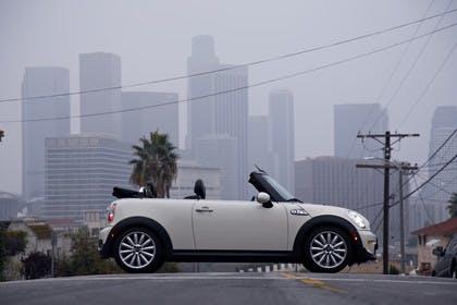 Mini Cabriolet R57 Aussenansicht Seite statisch weiß