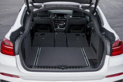 BMW X4 Aussenansicht Kofferraum geöffnet statisch weiss