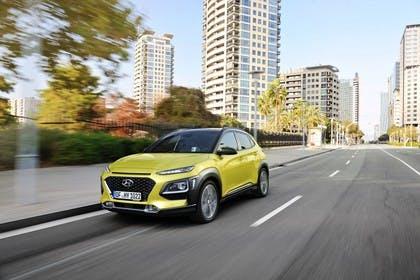 Hyundai Kona OS Aussenansicht Front schräg dynamisch grün
