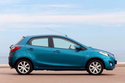 Mazda 2 DE Aussenansicht Seite statisch blau