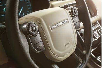 Land Rover Range Rover Sport LW Innenansicht Detail statisch beige braun Lenkrad