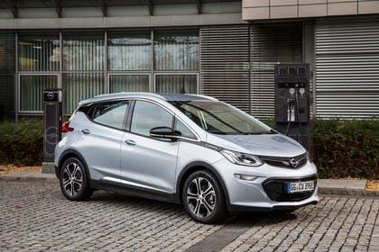 Opel Ampera-e Aussenansicht Front schräg statisch silber