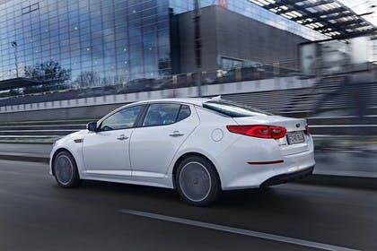 Kia Optima TF Facelift Aussenansicht Seite schräg dynamisch weiss