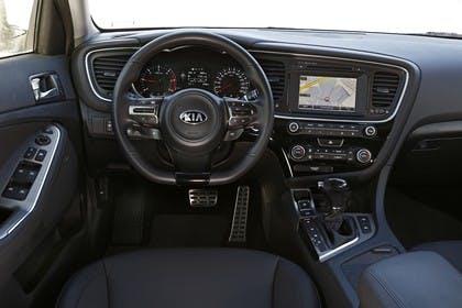 Kia Optima TF Facelift Innenansicht statisch Vordersitze und Armaturenbrett fahrerseitig