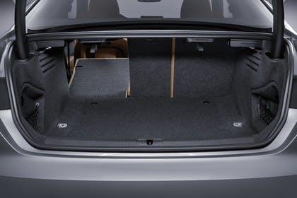 Audi A5 Coupe Innenansicht Kofferraum Rücksitzbank 1/3 umgeklappt statisch schwarz
