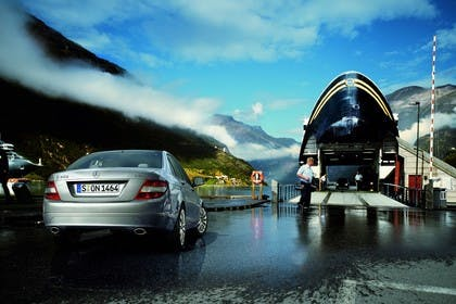 C-Klasse Limousine W204 Aussenansicht Heck statisch silber