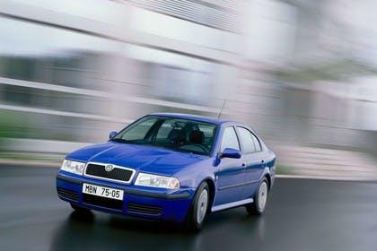 Skoda Octavia Limousine 1U Aussenansicht Front schräg statisch blau