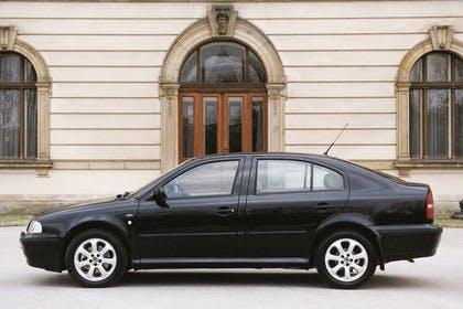 Skoda Octavia Limousine 1U Aussenansicht Seite statisch schwarz