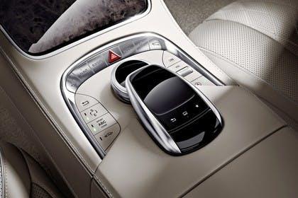 Mercedes-Benz S-Klasse W222 Innenansicht statisch Detail Mittelkonsole