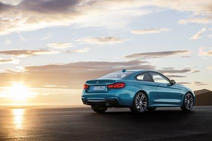 BMW 4er Coupe F32 Aussenansicht Heck schräg statisch blau