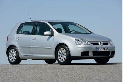 VW Golf 5 Fünftürer Aussenansicht Front schräg statisch silber