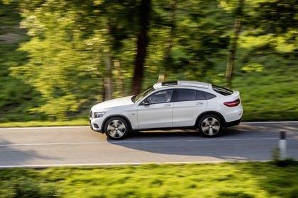 Mercedes GLC Coupe C253 Aussenansicht Seite dynamisch weiss
