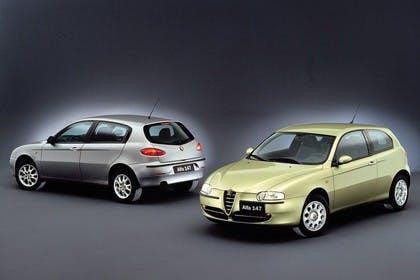 Alfa Romeo 147 Fünftürer 937 Studio Aussenansicht Front Seite Heck schräg statisch silber gold