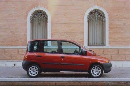 Fiat Multipla 186 Aussenansicht Seite statisch rot