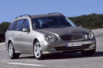 Mercedes Benz E-Klasse T-Modell (S211) Aussenansicht Front schräg dynamisch silber