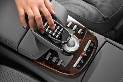 Mercedes-Benz S-Klasse W221 Innenansicht statisch Studio Detail Mittelkonsole