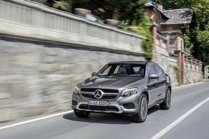 Mercedes GLC Coupe C253 Aussenansicht Front schräg dynamisch grau