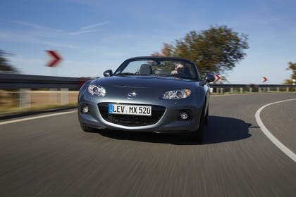Mazda MX-5 NC Aussenansicht Front dynamisch grau