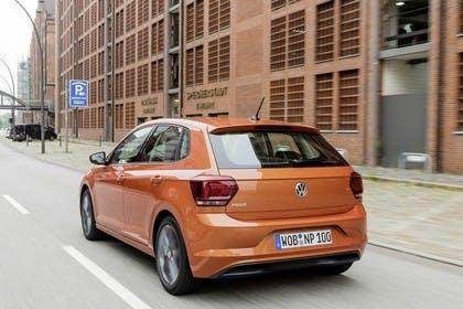 VW Polo AW Aussenansicht Heck schräg dynamisch orange
