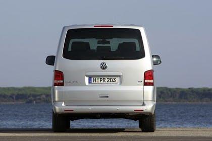 VW T5 Caravelle Aussenansicht Heck statisch silber