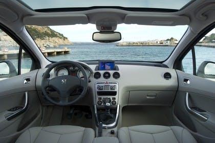 Peugeot 308 SW 4J Facelift Innenansicht statisch Vordersitze und Armaturenbrett