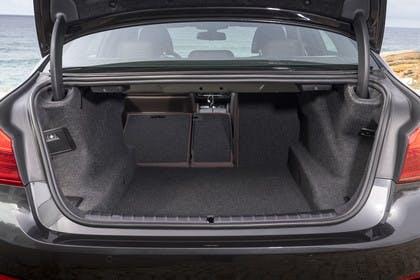 BMW 5er G30 Innenansicht Kofferraum statisch schwarz