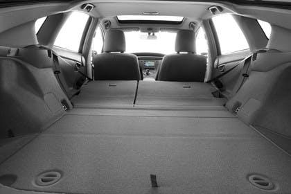 Toyota Prius ZVW30 Facelift Innenansicht statisch Studio Kofferraum Rücksitze umgeklappt