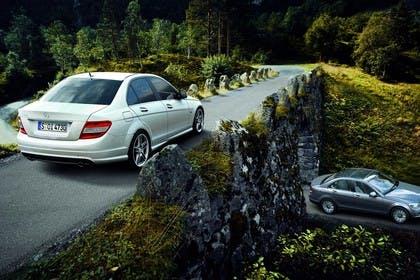 C-Klasse Limousine W204 Aussenansicht Heck statisch weiß
