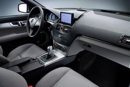C-Klasse Limousine W204 Studio Innenansicht Beifahrerposition statisch grau